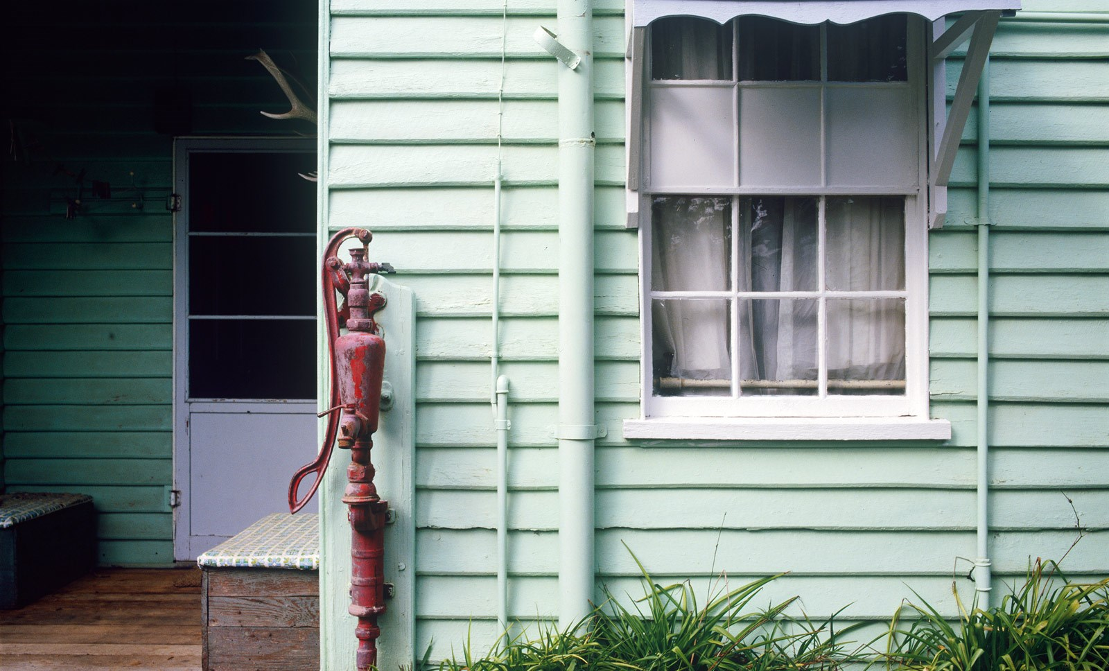 Water pump at the back of the house, Meroogal