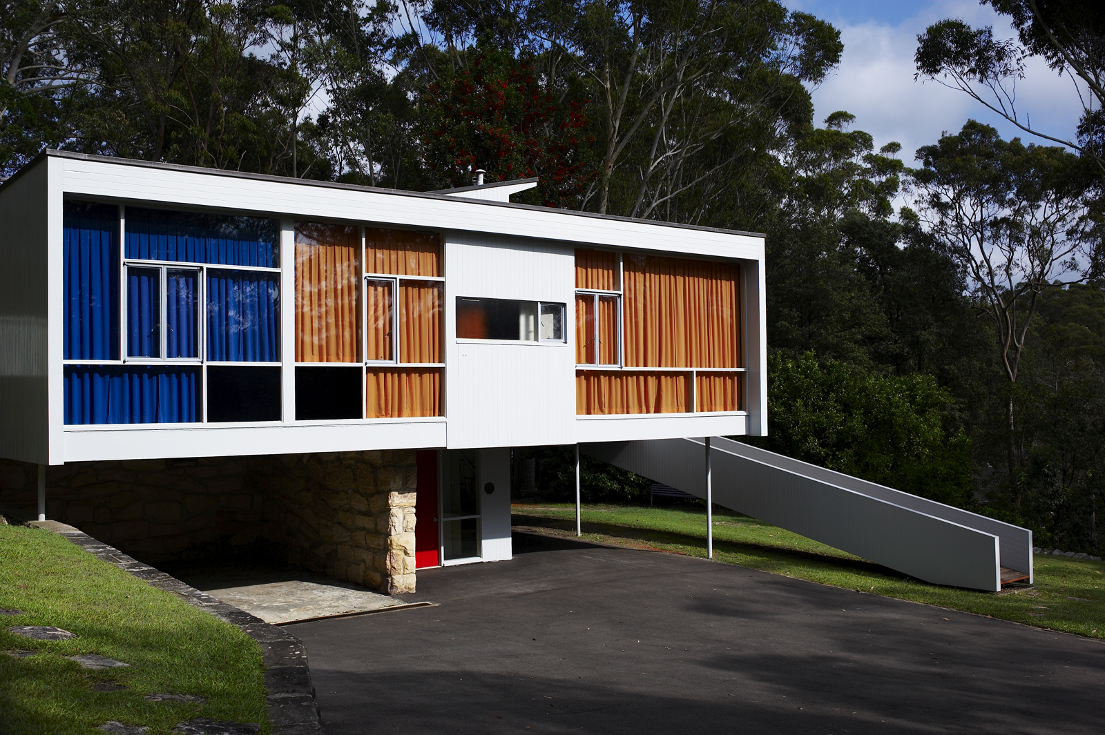 Rose seidler house sydney living museums for Best windows for new home construction