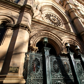 Exterior photograph, front gates of The Great Synagogue, Sydney.