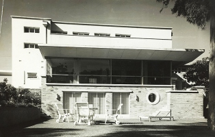 Eisner house, Warrawee (Hugo Stossel), photographed c1953