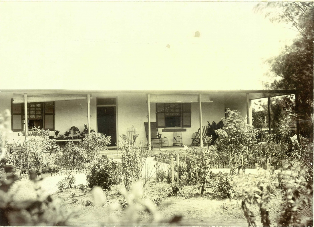 Old photograph of house from front.