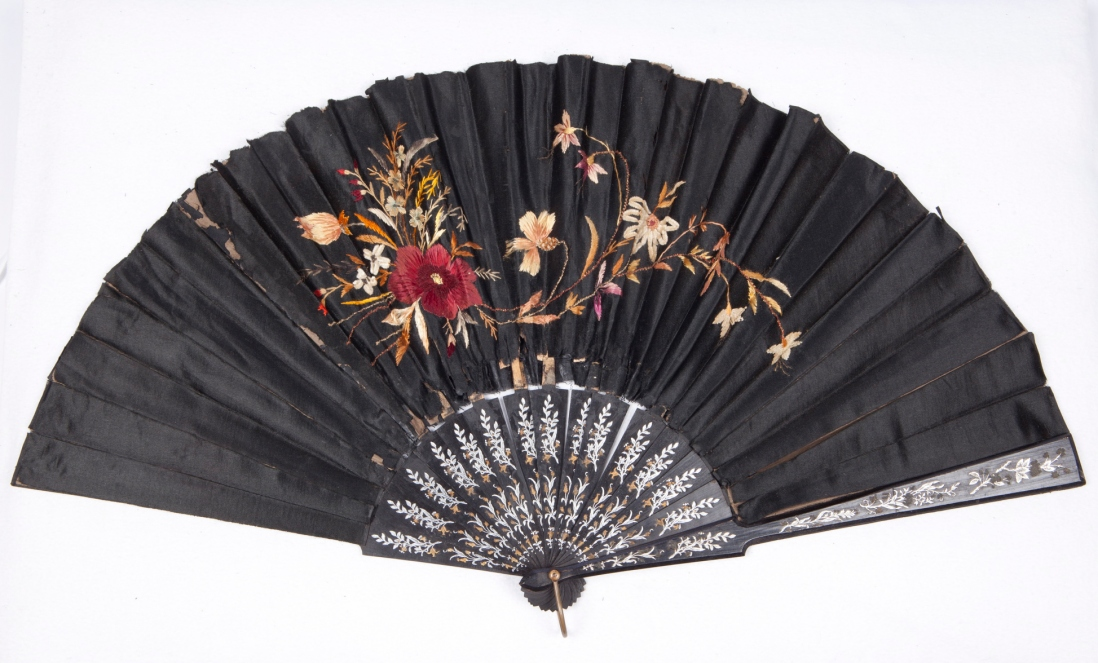Concertina fan. Black silk taffeta with floral design. India and China, 1870-1890.