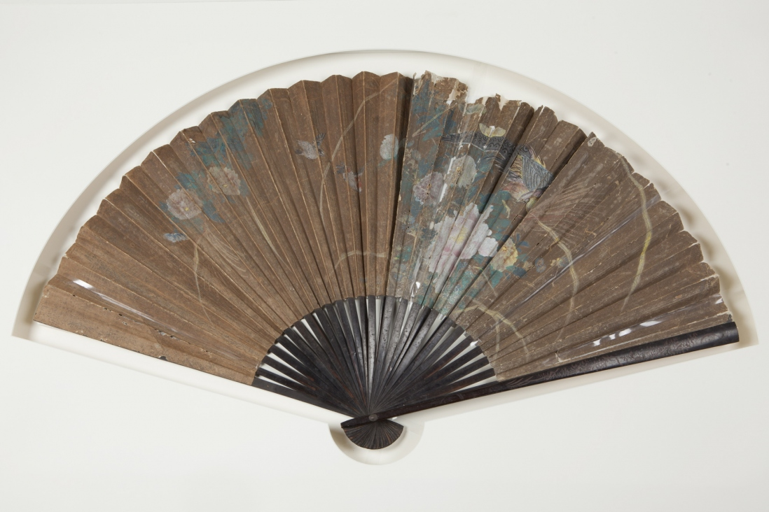 A very large concertina paper fan. Paper and lacquered wood. Likely latter 19th century.