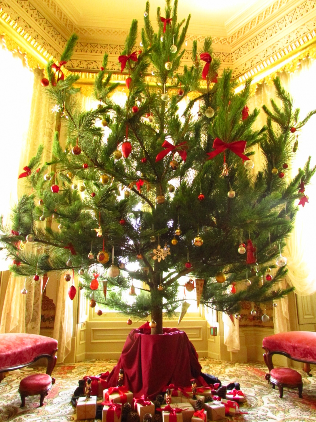 Christmas Tree With Baubles And Gold Red Wrapped Presents At The Vaucluse House Drawing