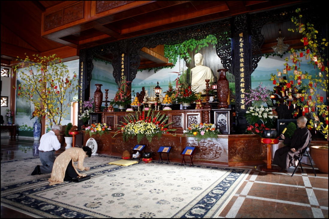 Thi Tam Nguyen and Cao Nam Le pray at Thien Vien Minh Quang, Canley Vale -Rituals and Traditions of Sydney.