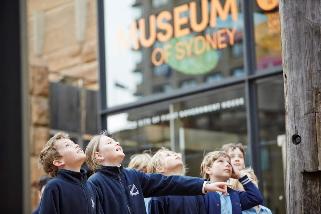 School children in the forecourt of Museum of Sydney