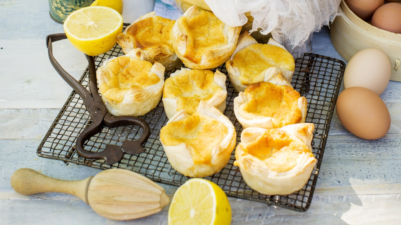 Photo of cakes on wire cooling stand with lemons and lemon squeezer.