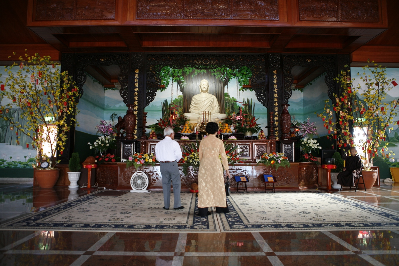 Thi Tam Nguyen and Cao Nam Le pray at Thien Vien Minh Quang, Canley Vale - Rituals and Traditions of Sydney.
