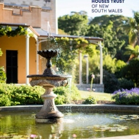 Cover of the 2013 / 2014 annual report. It shows a fountain in front of Vaucluse house on a sunny day.