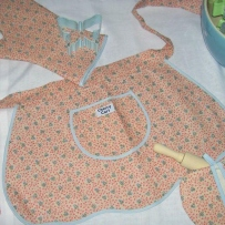 Child's apron and oven mits