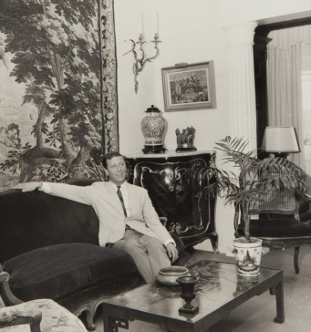Leslie Walford in the sitting room of his Darling Point apartment