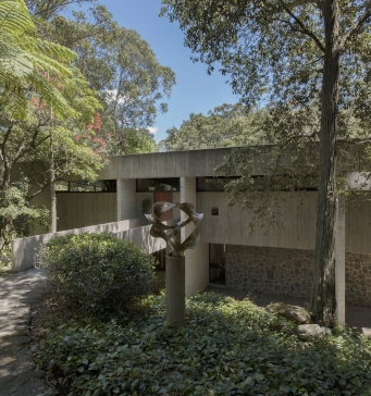 Entrance to Harry & Penelope Seidler House, Killara NSW