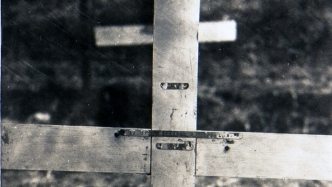 Close crop of grave marker photograph.