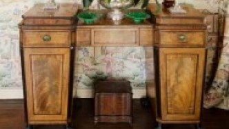 Of sideboards and serving tables – parte the seconde