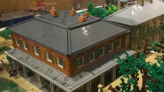 LEGO model of whole house.