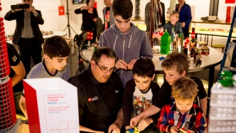 Ryan McNaught meets the kids at Museum of Sydney