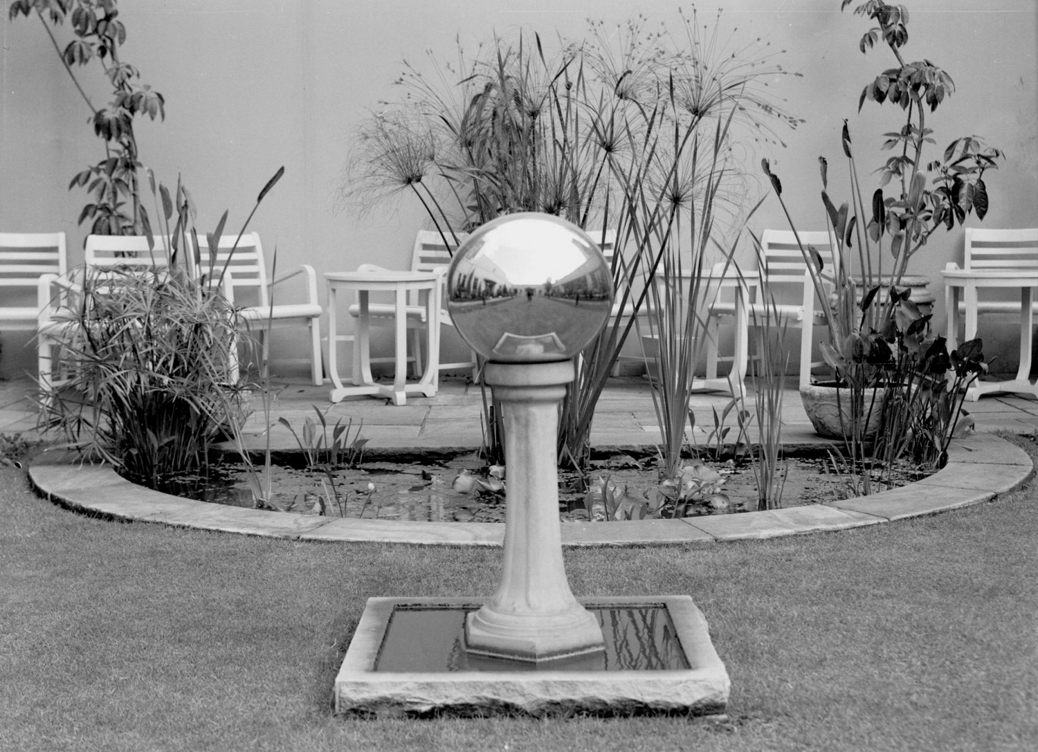 The gazing globe on the roof garden of Feltex House, Sydney, 5 April 1940.