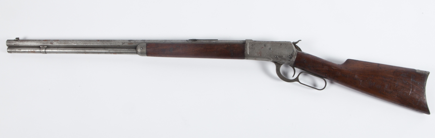 Rifle, with muzzle pointing to left.