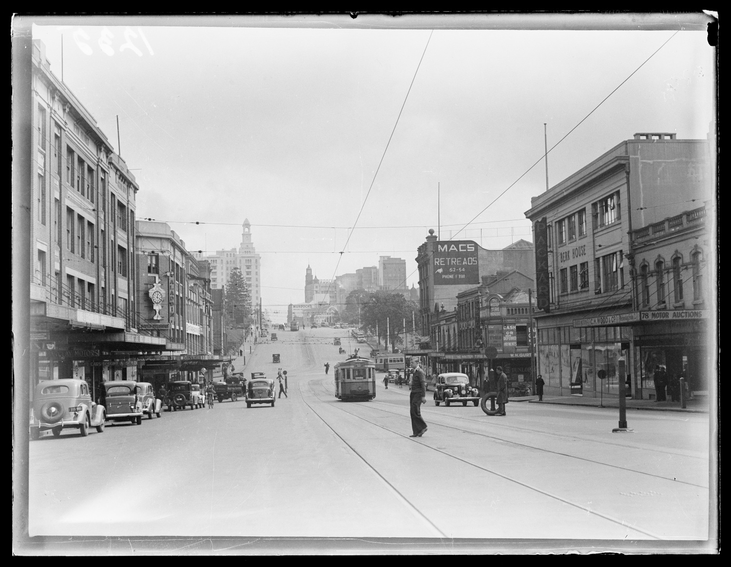William Street looking west to the city from East Sydney - Woolloomooloo, c 1920s - 1930s