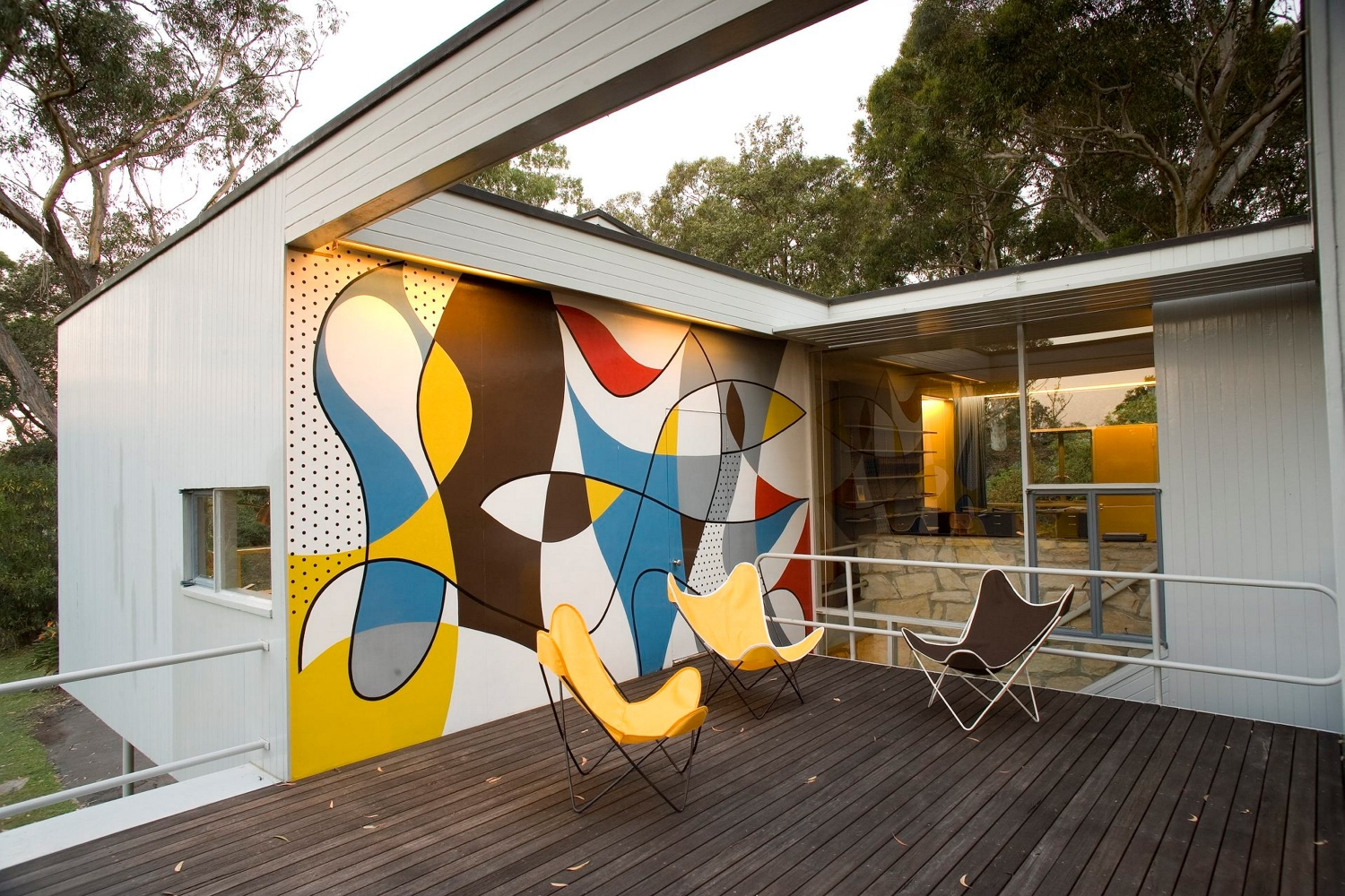 The sundeck at Rose Seidler House with reproduction Hardoy 'butterfly' chairs.