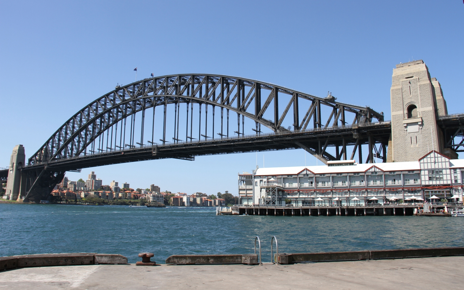 how to get to sydney harbour bridge by train