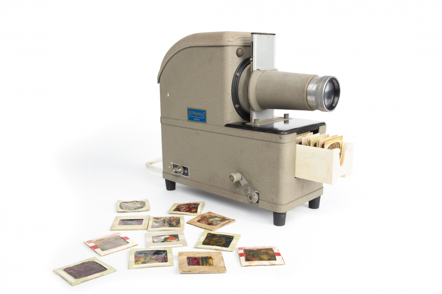 Slide projector with slides and slide mount