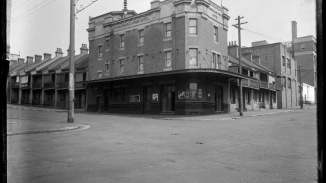 The Tradesman's Arms Hotel, corner Liverpool and Palmer Streets, Darlinghurst c. 1930 NSW Police Forensic Photography Archive, Sydney Living Museums.jpg