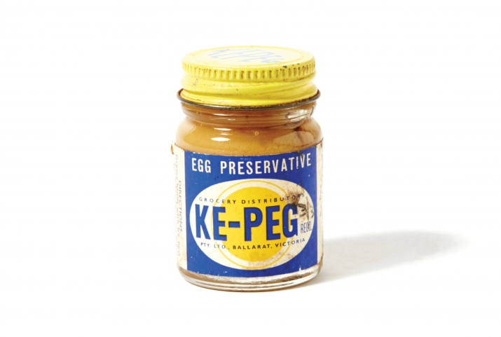 Jar with yellow lid and blue label with the word KE-PEG on a yellow and white stylised egg.